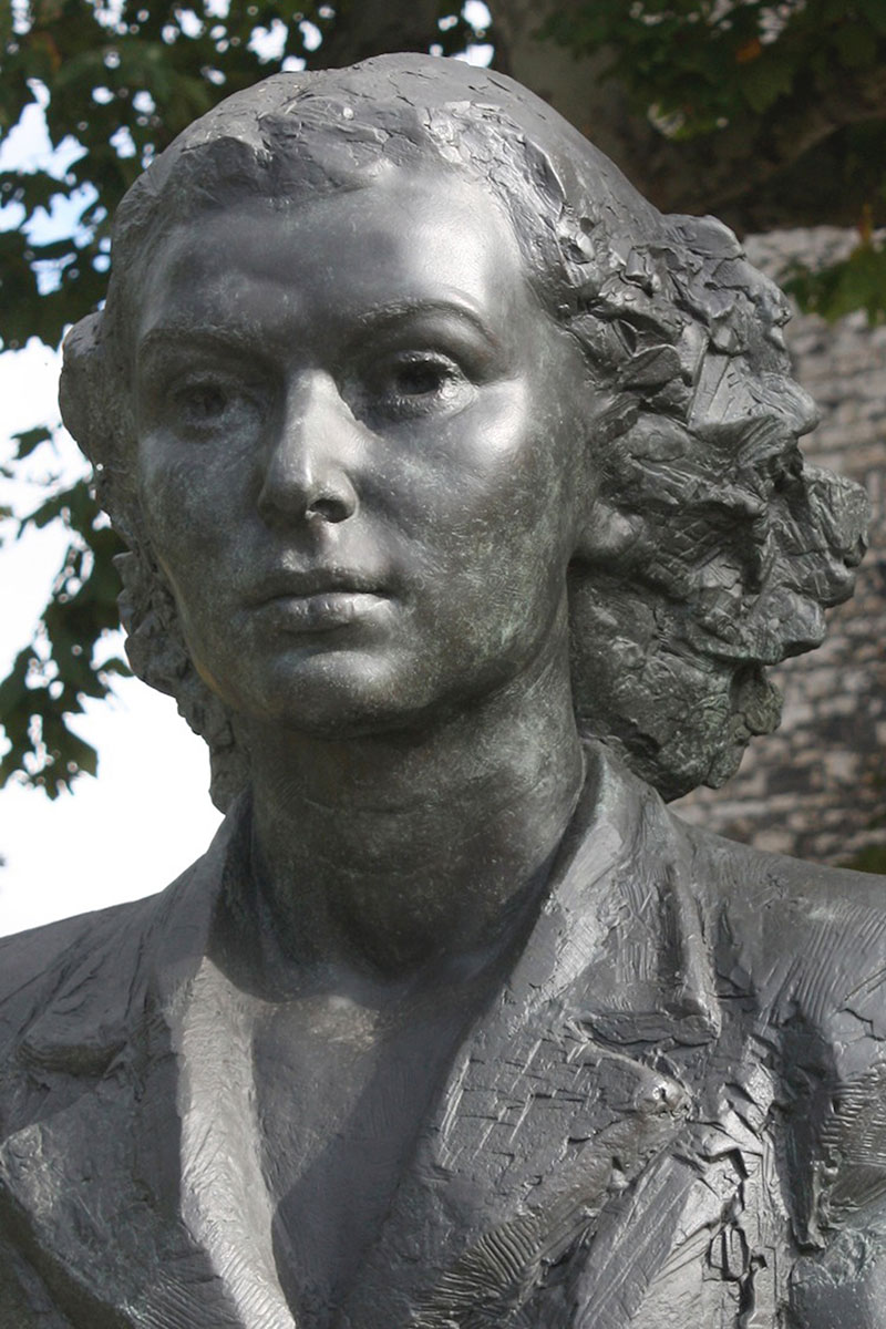 Sculpture of Violette Szabo George Cross by Karen Newman