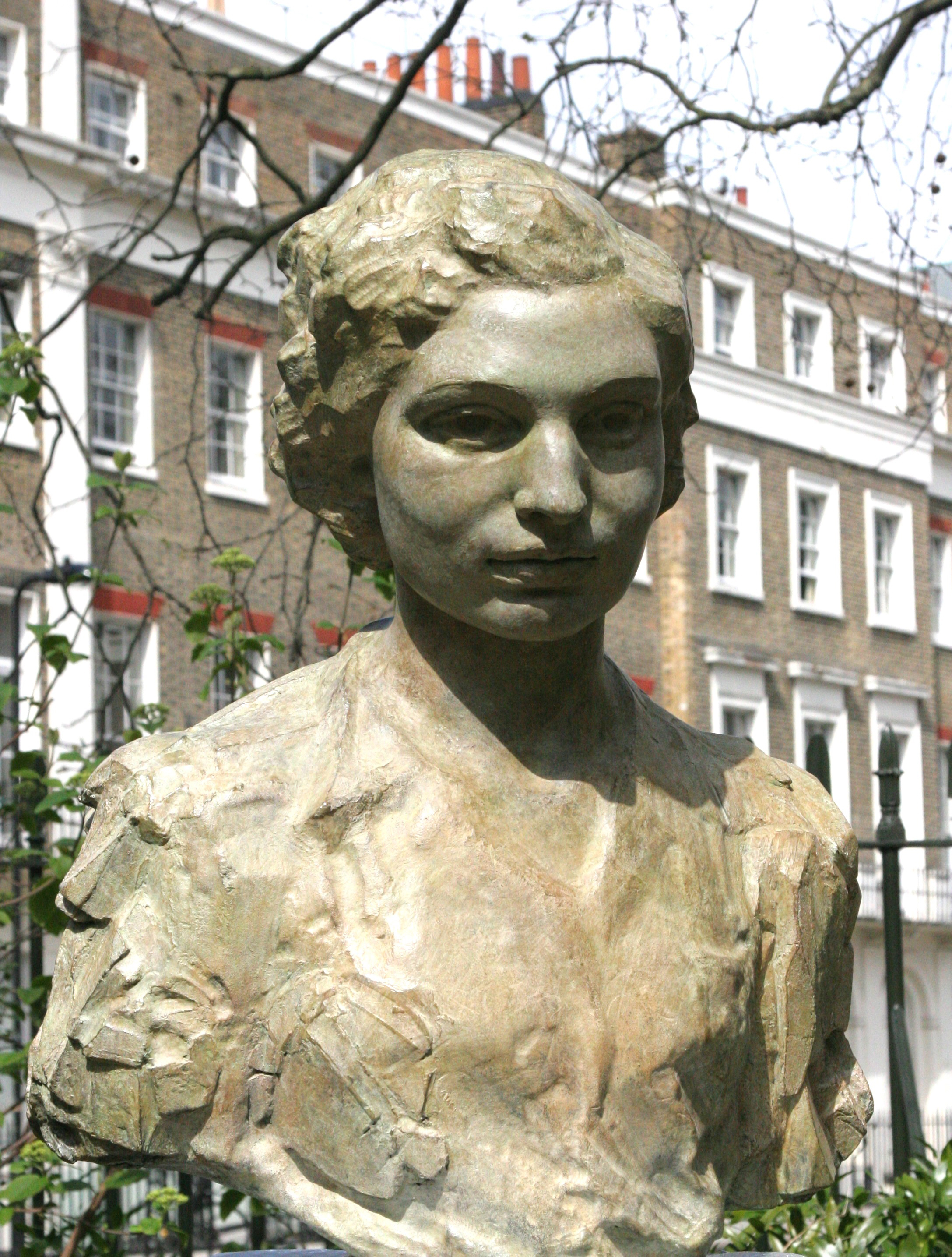 Sculpture of Noor Inayat Khan, GC, Croix de Guerre